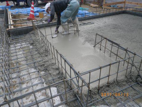土間配筋状況とコンクリート打設